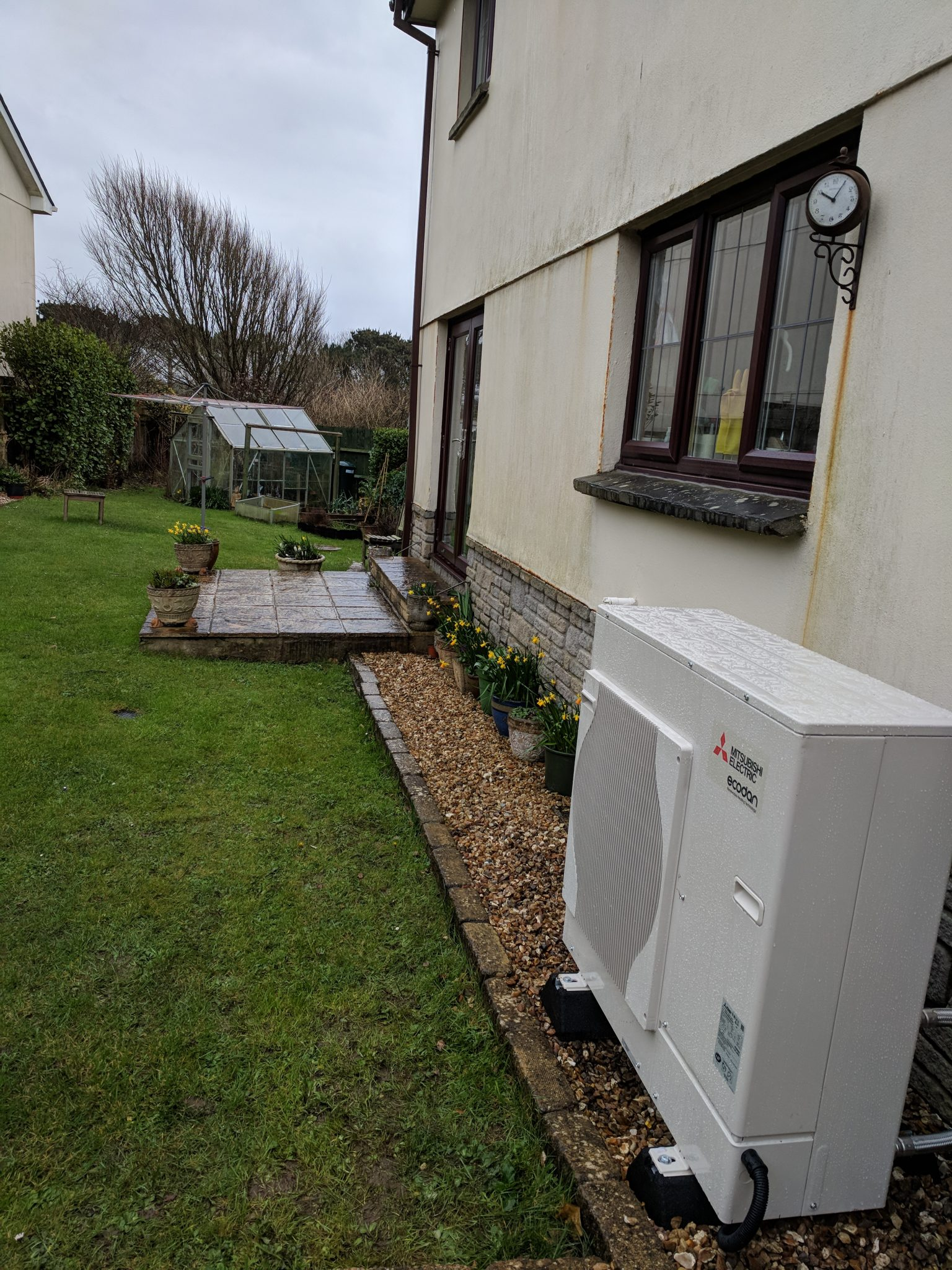 This 8.5kw air source heat pump in Mullion sits snugly beside the properties outside wall.