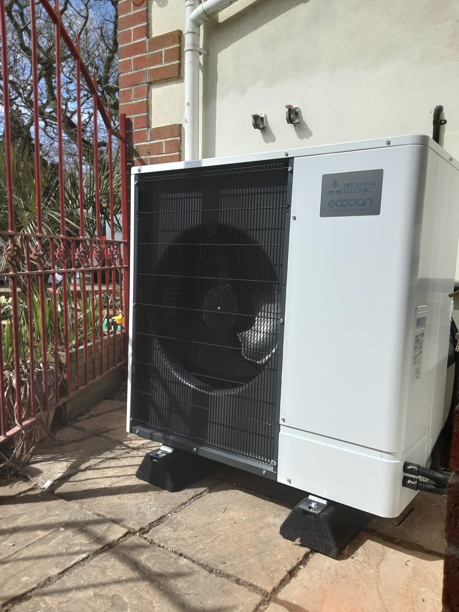 An 11.2kW Mitsubishi Ecodan installation undertaken by GreenGenUK in Polperro, Cornwall.