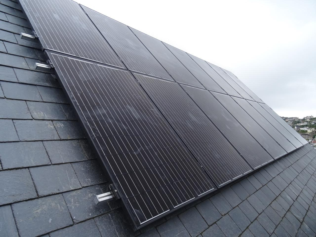 An image of a 3.99kW solar PV array in Fowey.